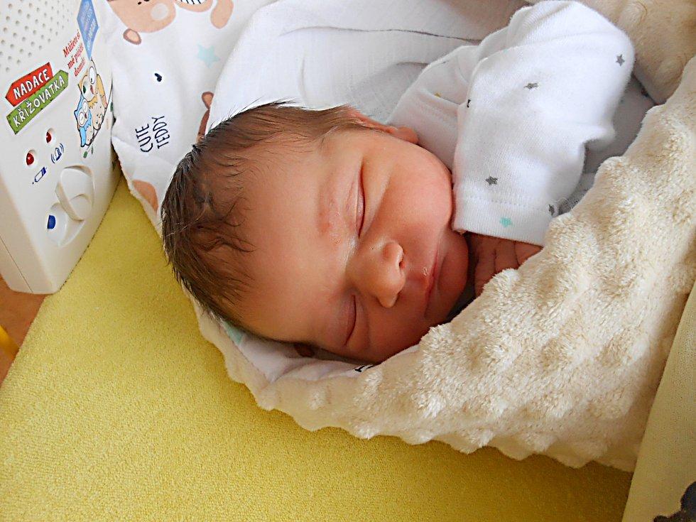 Rozárie Césarová se narodila 26. listopadu, vážila 3,19 kg a měřila 50 cm. Maminka Karolína a tatínek Marcel si ji odvezou domů do Bělé pod Bezdězem.