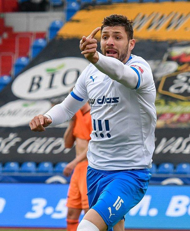 Fotbalisté Baníku Ostrava (v modro-bílém) v duelu 28. kola FORTUNA:LIGY s Mladou Boleslaví (2:1). Stoper Patricio Stronati.