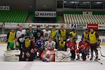 Vánoční hokejový duel Hodných proti Zlým