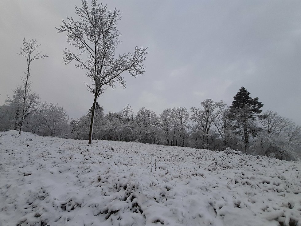 Mladoboleslavsko zasypal sníh.