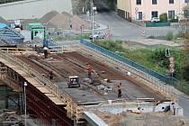 Aktuální stav stavby mostu do Čejetic.