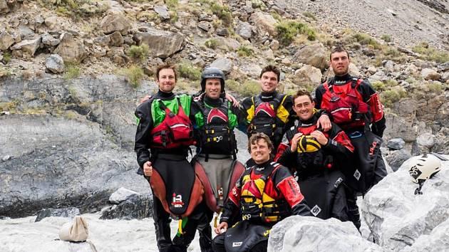 Celá expedice trvala devět dní a z toho pět prožili její účastnící při sjíždění jedné stovky kilometrů místy velmi divoké řeky, protékající mezi skalami a v korytu, ze kterého se až na malé výjimky nedá vystoupit.