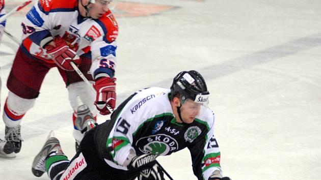 Tentokrát se Jiří Gombár ocitl v nezáviděníhodné pozici na ledě.