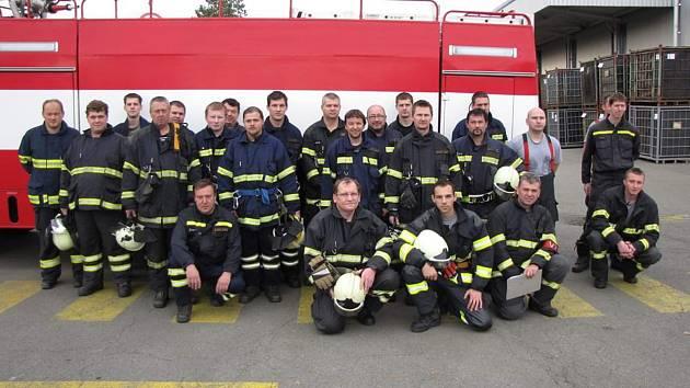 SDH Mnichovo Hradiště společně s jednotkou profesionálních hasičů Mnichova Hradiště a jednotkami SDH Veselá, Kněžmost a Bakov se už s novým vozidlem zúčastnila cvičného zásahu.