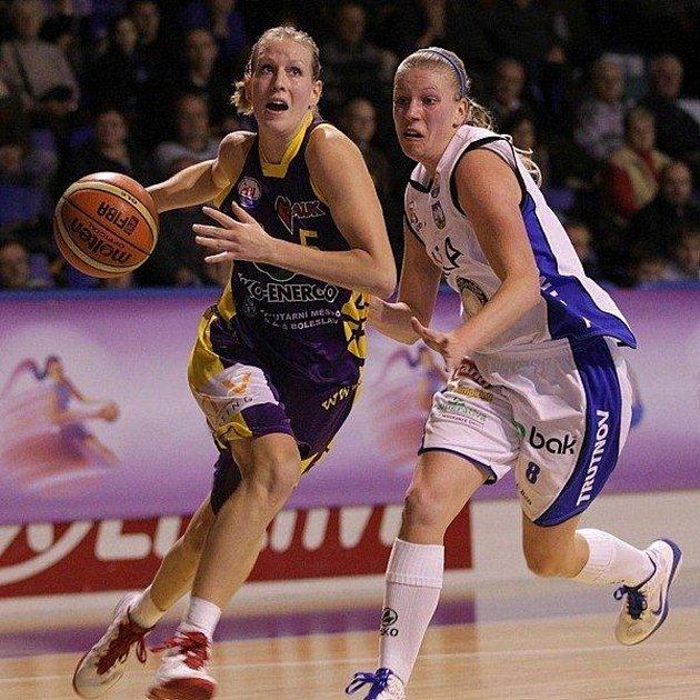 Kateřina Jurková (vlevo) vdresu Slovanky.