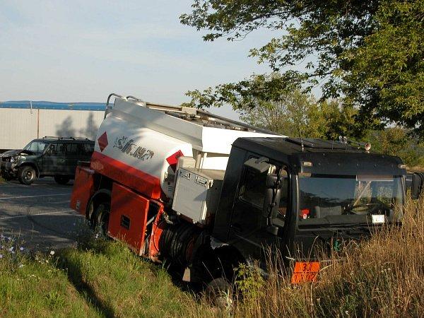 Nehoda mezi Kralupy nad Vltavou a Veltrusy