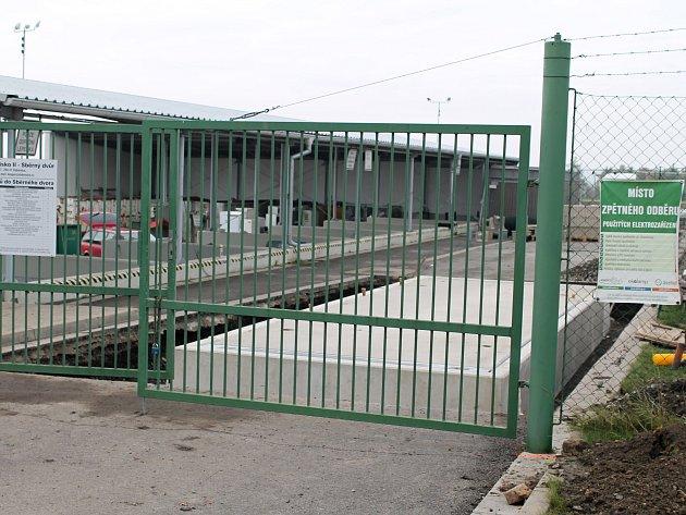 Mostní váha uvjezdu do areálu sběrného dvora.