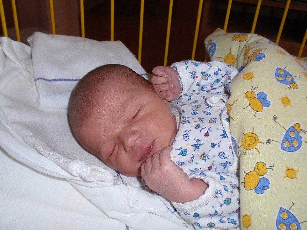 Ondrášek Lukeš. Takové je jméno miminka Lenky a Davida z Prahy. Ondra po porodu vážil 3,6 kg a měřil 56 cm.