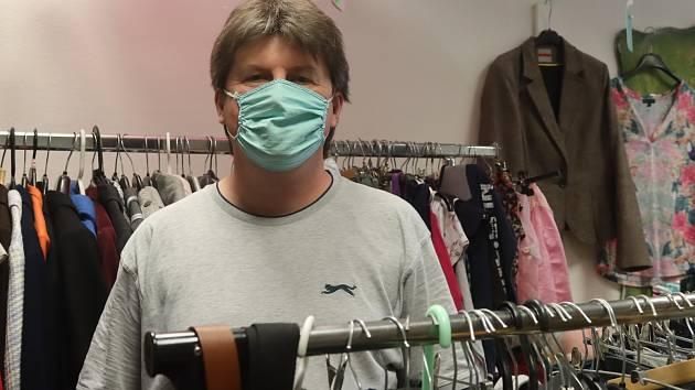 Miloš Fiala ve svém obchodě s oblečením