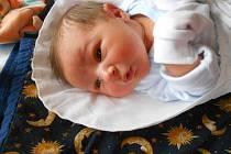 DANIEL Tětek přišel na svět 17. května s mírami 4,07 kilogramů a 51 centimetrů. S maminkou Pavlínou a tatínkem Lukášem bude bydlet v Mladé Boleslavi.