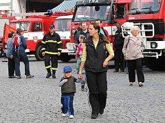 Dobrovolní hasiči v Mnichově Hradišti oslavili 140 let od založení. Program byl bohatý. Kromě ukázky techniky nechyběl ani kynologický pes