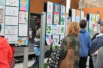Vyhlášení výsledků výtvarné soutěže dětí v obchodním centru Olympia.