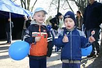 Pro nejmenší návštěvníky byla připravena lízátka a balonky