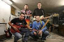 Čtveřice muzikantů tvoří zbrusu novou rockovou skupinu na Mladoboleslavsku s názvem Tos neviděl´s.
