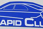 MAJITELÉ AUTOMOBILŮ Škoda Rapid se o víkendu sešli na letišti Hoškovice nedaleko Mnichova Hradiště.