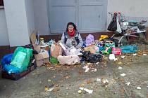 Bezdomovkyně z Pezinské ulice.