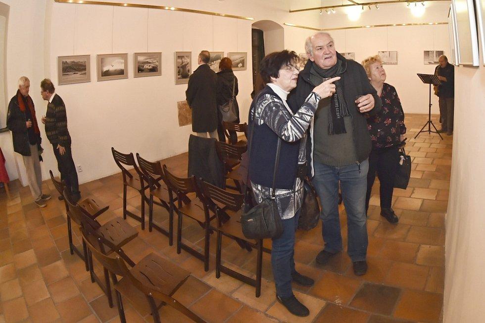 Z vernisáže výstavy fotografií Jiřího Formánka a Stanislava Pokorného.