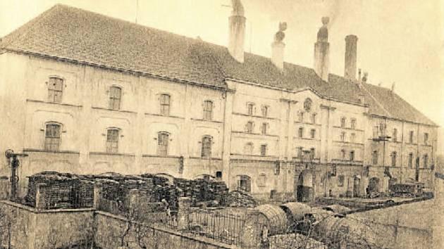 Hlavní budova pivovaru ve veškeré své majestátnosti