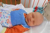 RADEK Pařík se narodil 9. února, vážil 3,42 kilogramů a měřil 49 centimetrů. Maminka Radka a tatínek Petr si ho odvezou domů do Semčic, kde už se na něj těší bráška Péťa.