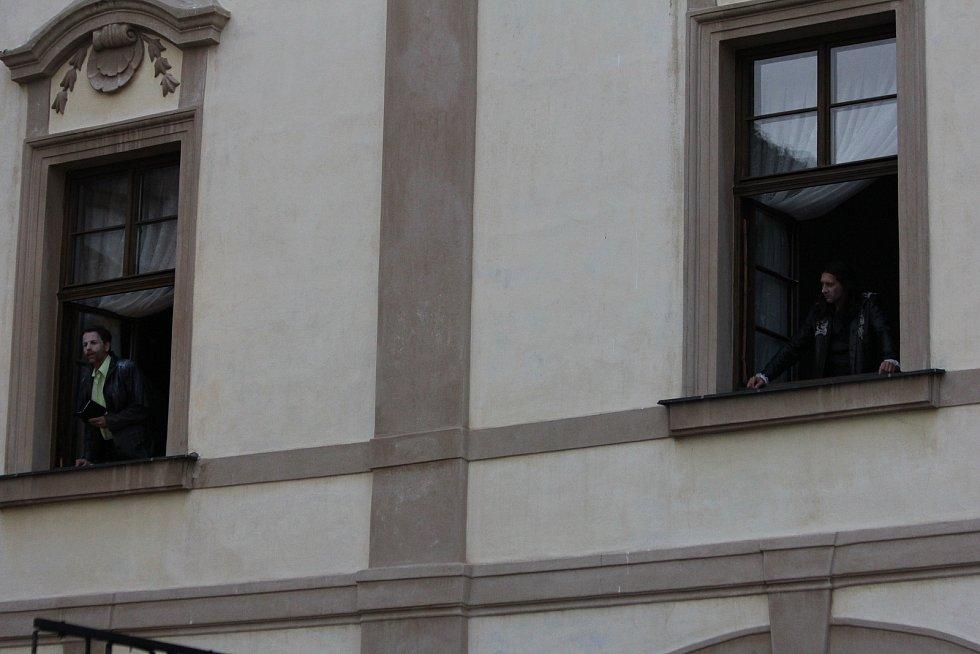 Jako kulisy sloužila také zámecká okna