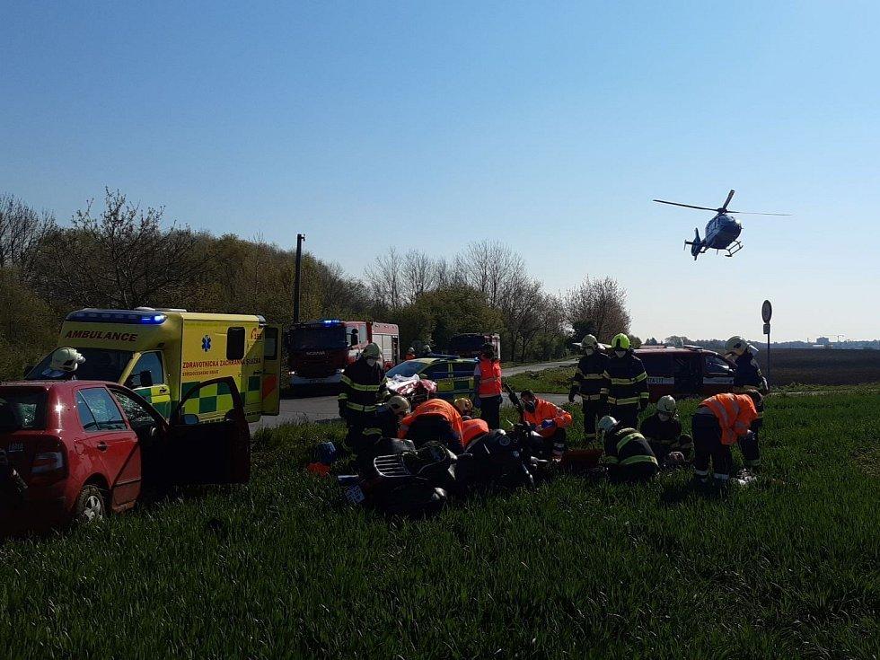Dopravní nehoda mezi Brázdimí a Brandýsem nad Labem 8. května 2021.