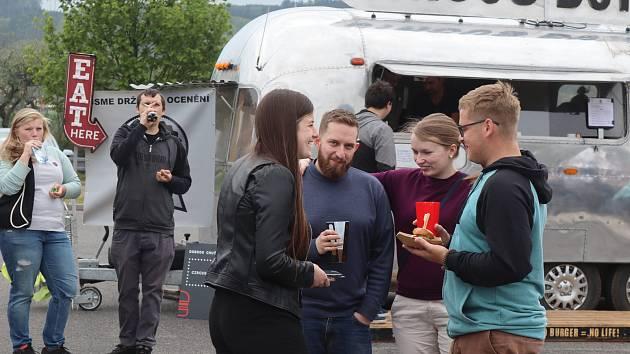 U obchodního centra Olympia se od pátku do neděle odehrával Burger fest