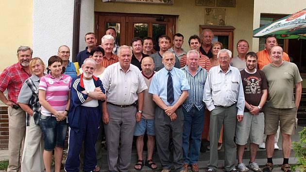 Účastní slavnostního setkání stolních tenistů Steeru.