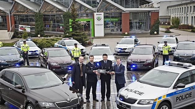 Sedm superbů pomůže policistům hlídkovat na českých dálnicích.