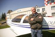 Angličtina je základ, říká bývalý pilot Vladimír Jelínek.