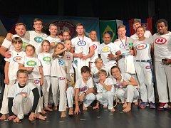 Tým boleslavských capoeiristů se na mezinárodní soutěži v Liberci neztratil. Do Mladé Boleslavi přivezl zlato a bronz.