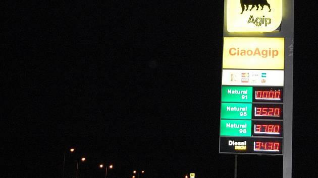 Ceny pohonných hmot v noci na pátek.