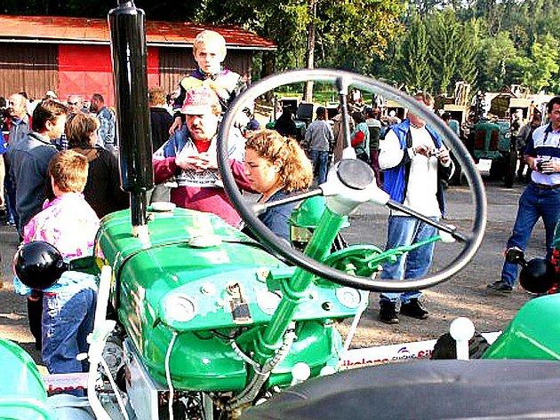 Výstava traktorů v Kropáčově Vrutici