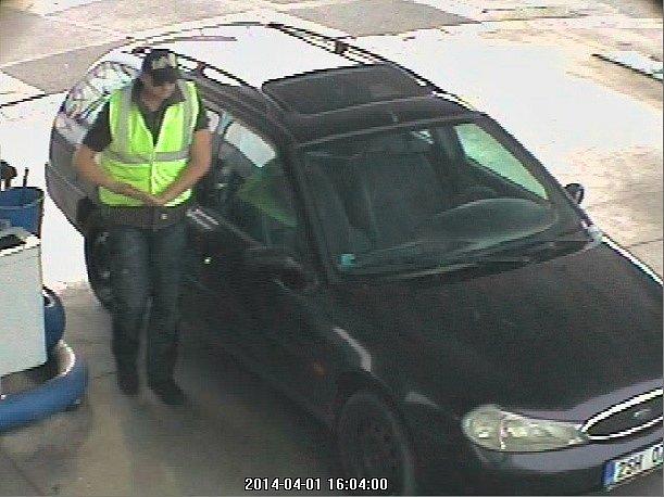 Poznáte zloděje benzínu ze záběru bezpečnostní kamery?