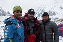 Radek Jaroš, Petr Mašek a Honza Trávníček v základním táboře po návratu z první cesty do stěny K2