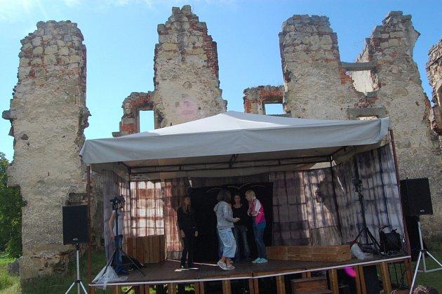 Divadelní inventura na zřícenině hradu Zvířetice