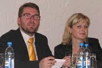 Pro zveřejňování podkladů k zastupitelstvu předem na web města zvedlo ruku jen sdružení Benátky sobě - Marek Fajfr a Sylva Buriánová
