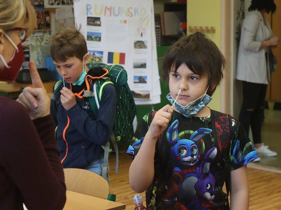 Testování v 5. základní škole v Mladé Boleslavi.