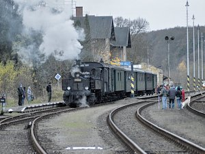 V Bakově vítali historický vlak