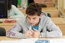 Studenti při přijímacích zkouškách