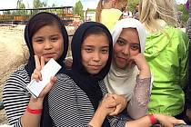 Děti ze Sýrie či Afgánistánu, které nyní bydlí v zařízení pr uprchlíky v Jezové, vzali dobrovolníky do Mirákula
