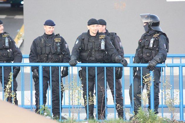 Do Boleslavi přijeli fanoušci ostravského Baníku. Policie měla situaci pod kontrolou.