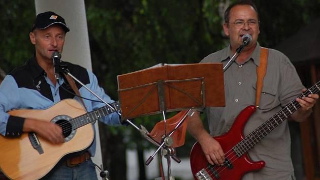 Koncert skupiny Putna na náměstí v Bělé pod Bezdězem.
