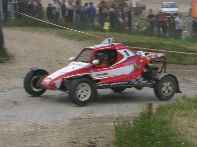 Z autokrosového Mistrovství České republiky v Dolním Bousově