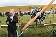 Na mladoboleslavském letišti byla v neděli slavnostně pokřtěna replika francouzského letadla z roku 1913 Caudron G3. Nadační fond letadla Metoda Vlacha stavěl tento stroj osm let a poprvé zde do oblak vzlétl na konci září.