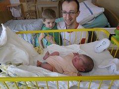 DIANKA Selnerová se narodila dne 8. srpna mamince Jarce Foppové s mírami 3,36 kilogramů a 49 centimetrů. Domů do Benátek nad Jizerou si jí odvezl bráška Vašík a táta Vašek Selner.