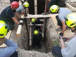 Středočeští hasiči převzali nové technické kontejnery