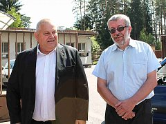 MILOŠ PETERA, hejtman Středočeského kraje, a Milan Lomoz, starosta Bělé včera jednali o situaci v uprchlickém táboře.