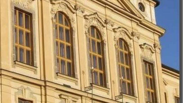 Krajské peníze putovaly i na gymnázium Dr. Pekaře