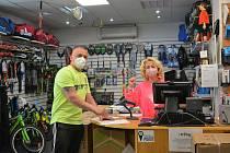 Řada maloobchodníků mohla v pondělí 10. května konečně otevřít