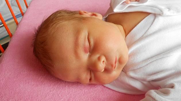 Elenka Urbanová se narodila 17. února, vážil 3,16 kg a měřila 49 cm. S maminkou Lenkou a tatínkem Vojtěchem bude bydlet v Kochánkách.
